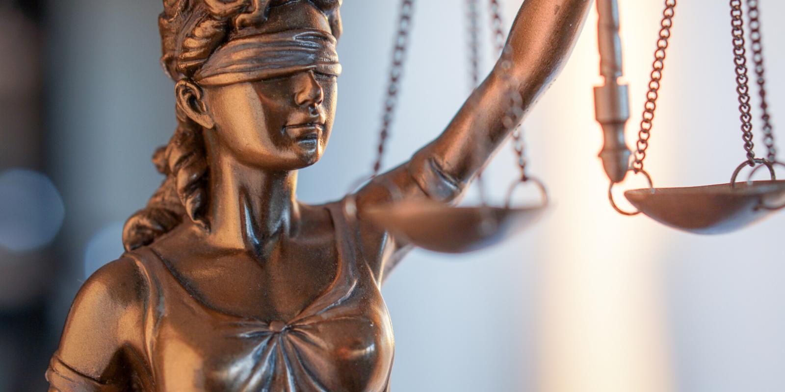 Olvida las malas experiencias con los abogados